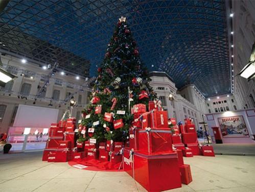 rbol de navidad de metros para uso interior con motivos rojos para beefeater