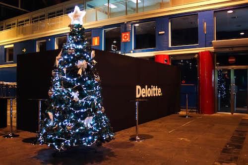 4da87c4d0f7 abetos navideños en alquiler decorado con guirnaldas de luces led blanco  frío