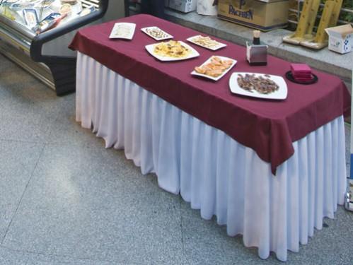 Alquiler de manteles y fundas para sillas for Manteles de mesa
