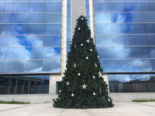 Alquiler de rboles de navidad gigantes para exteriores for Arbol de navidad exterior