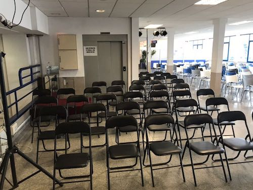 Alquiler de sillas negras plegables para reuniones for Sillas para universidad