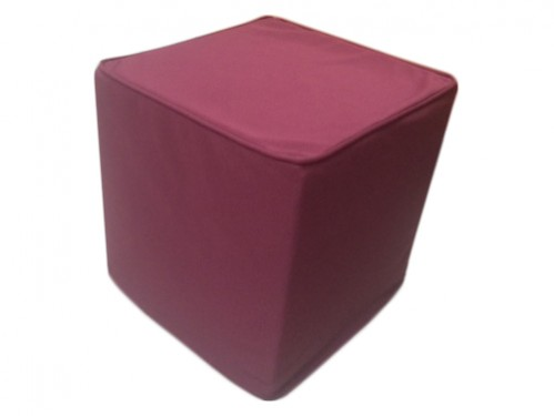 Alquiler puffs rojos cuadrados