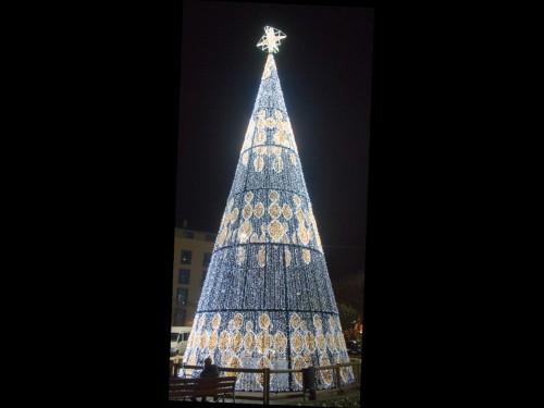 Alquiler de árboles de Navidad gigantes con iluminación led