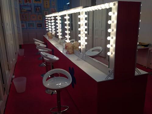 Sets de maquillaje con espejos iluminados montados en batería