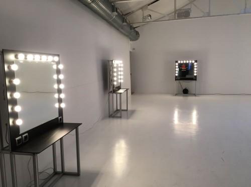 Alquiler de espejos camerino de maquillaje con luces for Espejo con bombillas