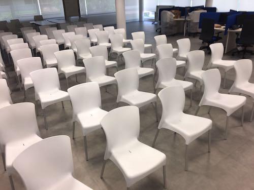 Alquiler de sillas apilables de dise o for Sillas para eventos