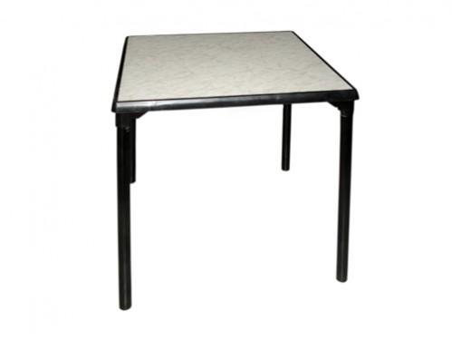 Alquiler de mesa cuadrada 70cm x 70cm con patas desmontables sobre blanco con borde y patas negras
