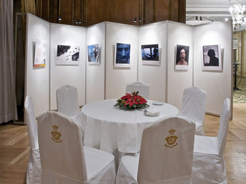 Panel para exposiciones en melamina en zig zag